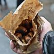 Będąc z Zurichu, koniecznie trzeba spróbować pieczonych kasztanów od ulicznego sprzedawcy