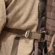 Grimlock zaczepiamy o pas molle (lub inny element plecaka) z lewej strony