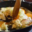 Aksamitna jajecznica z cebulką i śmietaną